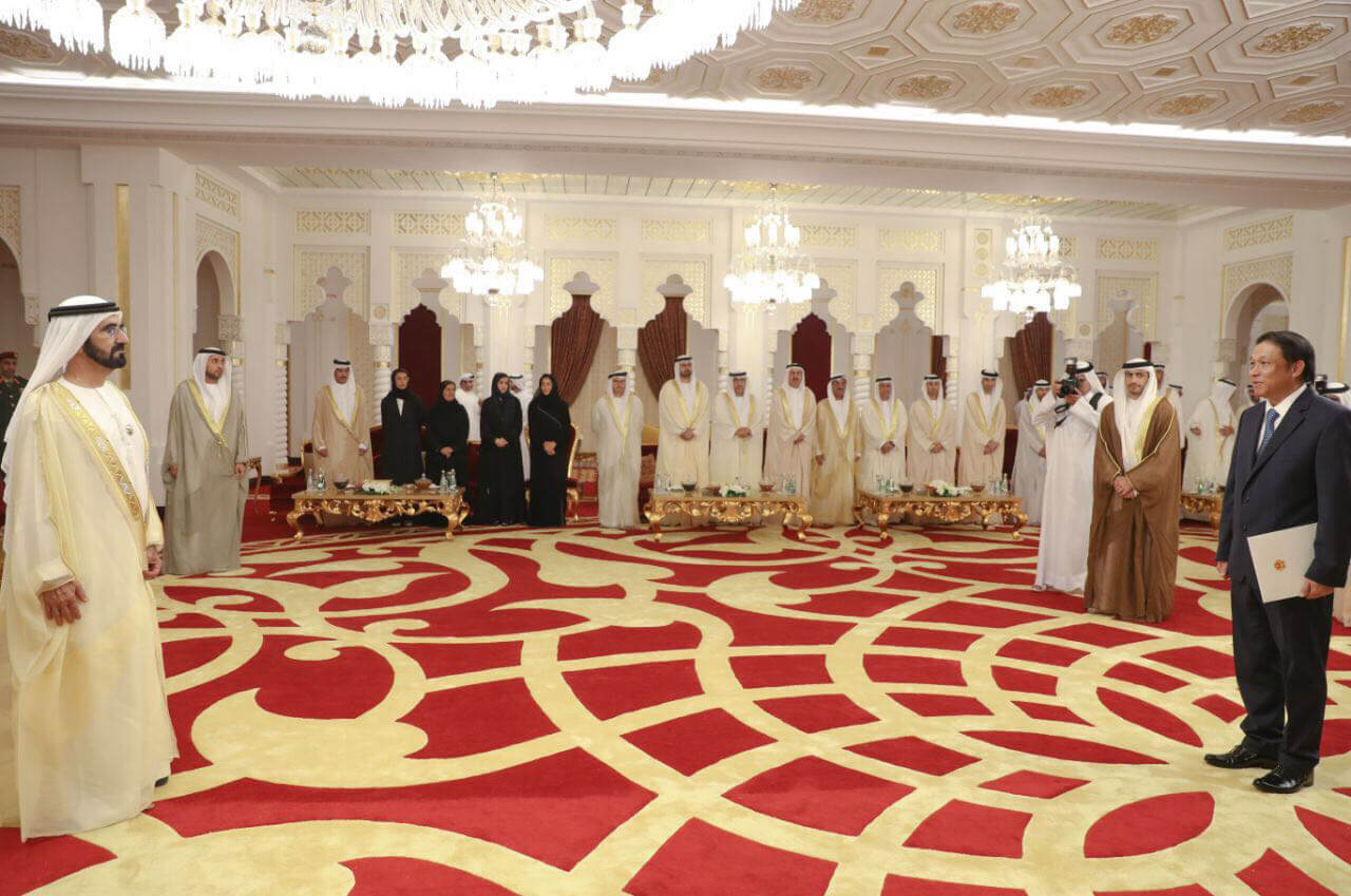 Đại sứ Trịnh Vinh Quang trình Quốc thư lên Thủ tướng UAE