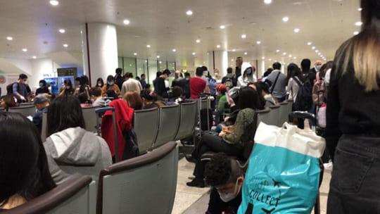 COVID-19: Tạm dừng nhập cảnh Việt Nam với người nước ngoài từ 22.3