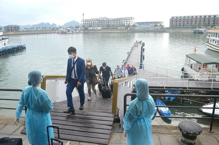 Vietnam closes popular tourist destinations to fight Covid-19 pandemic